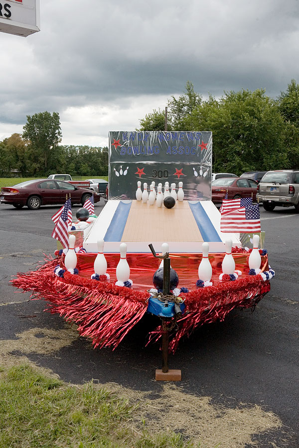 Parade float, Bowl Away Lanes, Knox